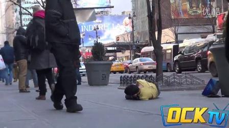 街头测试!无家可归者冬天穿短袖乞讨