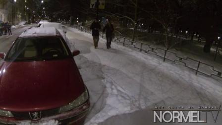 女子车内遭人性侵,看看路人的反应吧