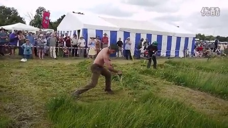割草机什么的弱爆了,必须得用镰刀啊!