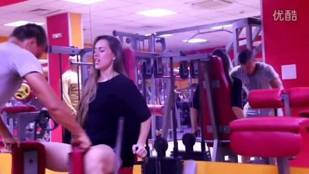 在健身房遇到这样的妹子你还能练的下去吗?