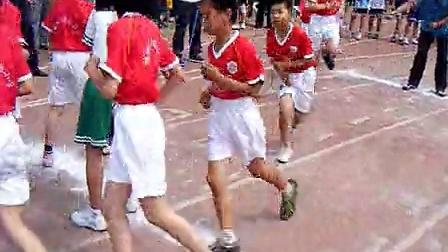 城阳区实验小学学生3分钟十人八字跳绳比赛跳430个