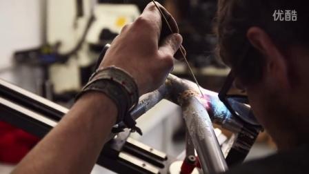 Berluti - 工作中的男士 - Cycles Victoire自行车 | 车轮制作 (2/3)
