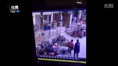 鑫源娱乐主管858873595小伙骑电动车撞车又撞人 这智商基本告别电动车了