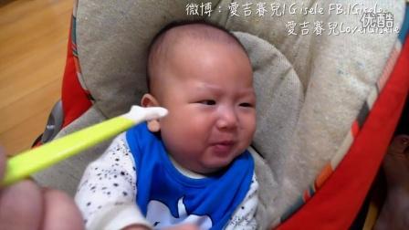 演技派小嬰兒,乖乖第一次吃副食品
