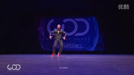 黑人小哥跳《火影忍者插曲》街舞,跳的跟BGM好搭,很有节奏感