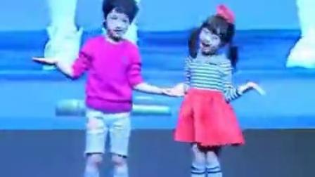 【私房美女秀】罗夏恩带着小舞伴又出来到处跳舞卖萌了