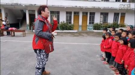 爱心衣橱2016广西温暖行之南丹县六寨才怀小学