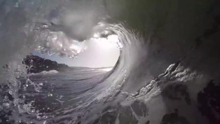 一只巨浪,一个镜头,畅快冲浪的体验!Edouard Delpero in the barrel