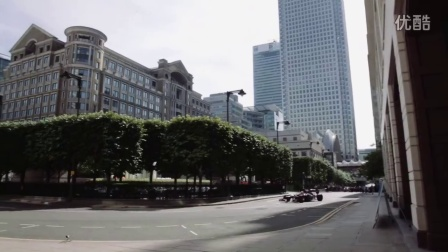 路特斯F1赛车环绕伦敦街道