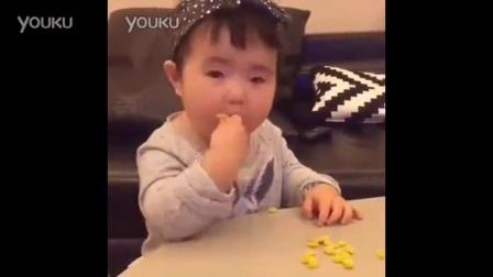 全世界吃饭最香的小孩小蛮萌翻玉米粒太好吃了
