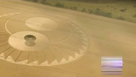飞碟及两个小光球瞬间制作麦田圈(飞碟回收光球)震撼视频