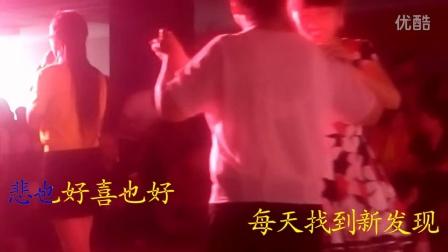 梅子现场演唱《漫步人生路》