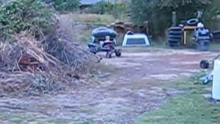 国外牛人自制-烂钢板改装的四轮驱动卡丁车