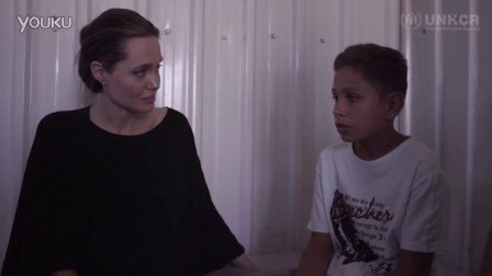 安吉丽娜·朱莉看望叙利亚难民