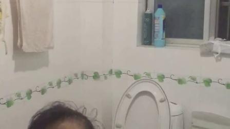 老钟女儿洗澡