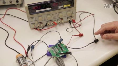 Si838x隔离方案演示:生产线上使用电容式接近开关传感器检测啤酒瓶