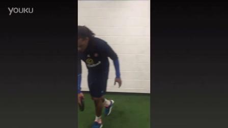 桑德兰球员接受人体模特挑战