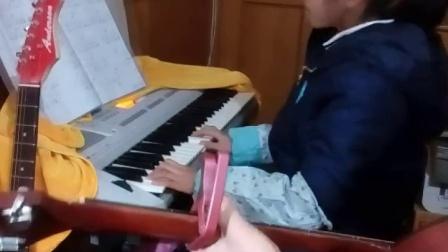 上海祁连中心校9岁女童罗懿电子琴弹唱田馥甄的《魔鬼中的天使》