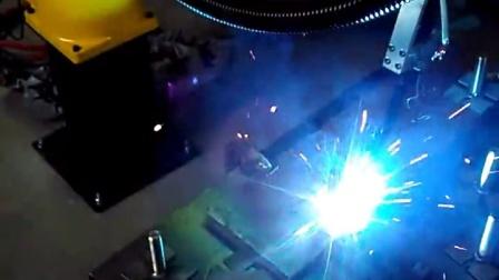 时代焊机图灵机器人焊接不锈钢圆螺杆请联系17316588809