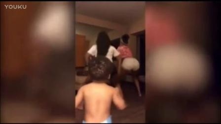辣妹自拍电臀热舞,没想到小侄子在背后干这事