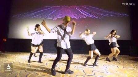 《情圣》首映弹幕观影,泫舞舞蹈与米粒互动携手过圣诞