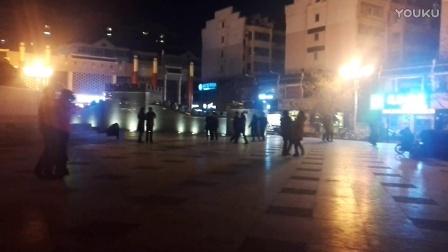 冬夜漫步临汾广场
