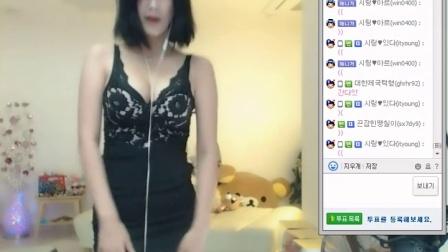 韩国女主播 黑丝小裙超短下摆