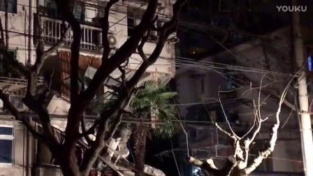 杨浦一居民楼外立面坍塌