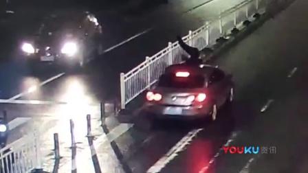 又遇低头族!监拍温州一女子过马路低头玩手机被撞飞