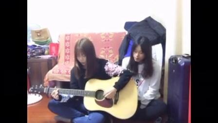 好姐妹翻唱王菲《红豆》 吉他弹唱