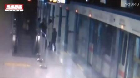 监拍昆明地铁女乘客挡道不听劝 翻脸撕打站务员
