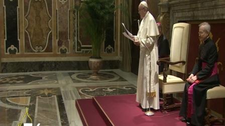 教宗接见西班牙比利亚雷阿球队:足球是生命与社会的缩影