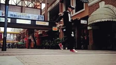 在万达广场步行街上的帅气solo【宜州市高级中学前街舞社队员 HQ现在在柳铁】QQ1246305490