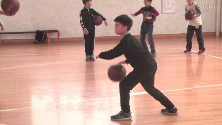 小学体育微课《原地运球》教学视频