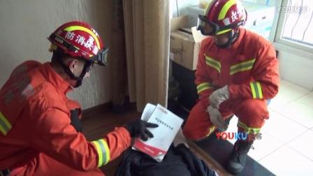 【拍客】重庆一17岁高中生因家庭矛盾反锁房门开煤气自杀