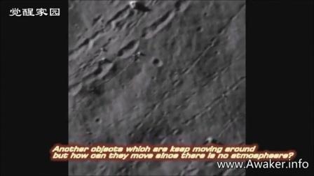 月球上的多个建筑物的图片