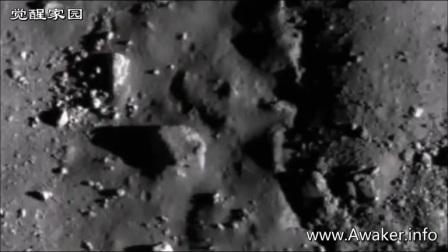 月球三角型金字塔的图片