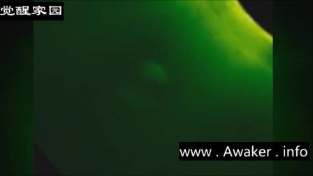太阳周围的UFO的图片