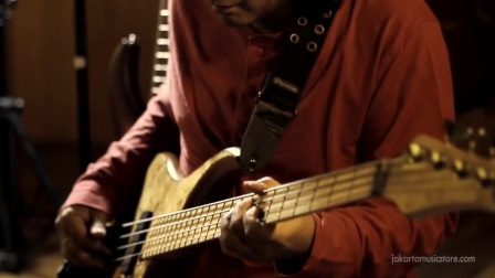 BINTANG INDRIANTO 'WOY'  MTD Bass & strings  JakartaMusicStore.com Sessions