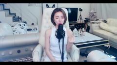YY小潘潘-《勉为其难》美女主播长着一张明星脸