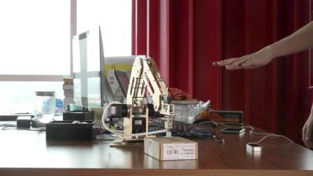 CCTV News报道DOBOT机械臂的创业历程 - China Startup-Robot Arm Grips the Markets
