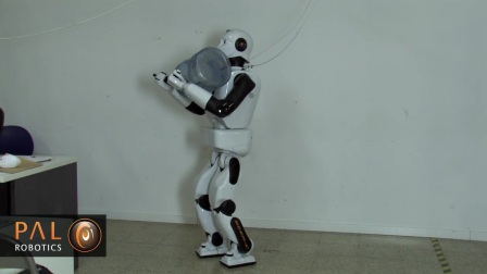 REEM-C智能人形机器人搬运东西