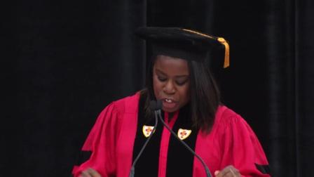 艾美奖得主Uzo Aduba在波士顿大学艺术学院2017年毕业典礼上的演讲