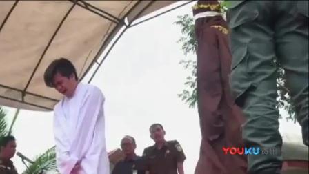 印尼2名男子因同性恋行为 当众受罚83次鞭刑