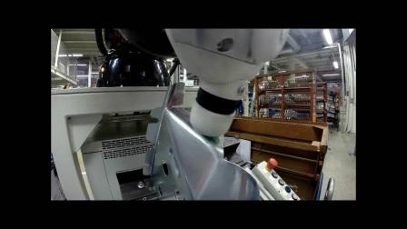 奥迪使用KUKA机器人涂胶