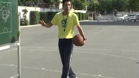 八年级体育《篮球传切配合及体能练习》教学视频