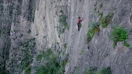 大神无防护徒手攀登900米绝壁 现实版蜘蛛侠神迹