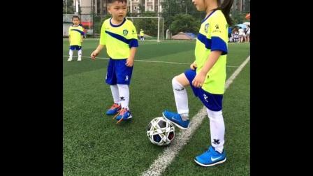 足球要从娃娃抓起(爱拼才能赢)
