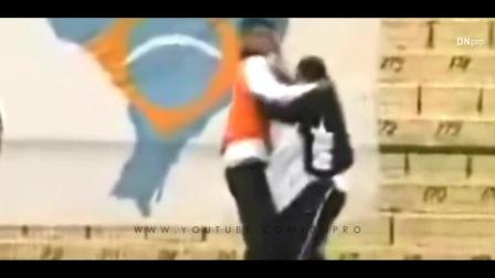 【滚球国际足球频道】队友内斗疯狂打架、犯规和愤怒时刻