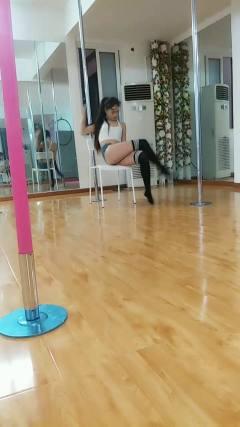 南充小妮国际钢管舞。椅子秀